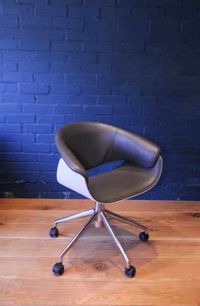 Ideas about b and b italia swivel chair for Mohd shop