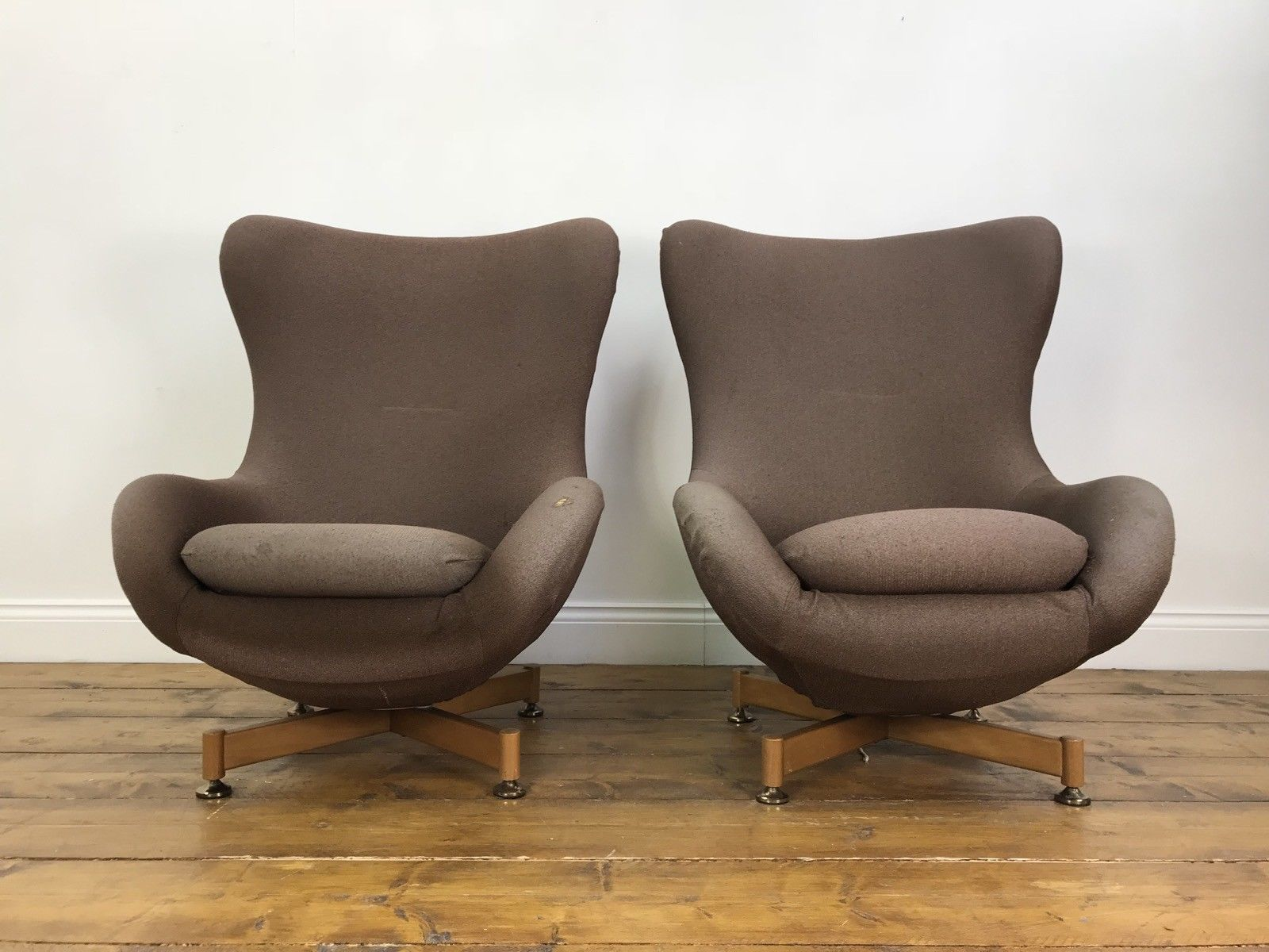 Amazing Matching Pair Of Greaves And Thomas Egg Chairs For Restoration Vintage Swivel Home Interior And Landscaping Synyenasavecom
