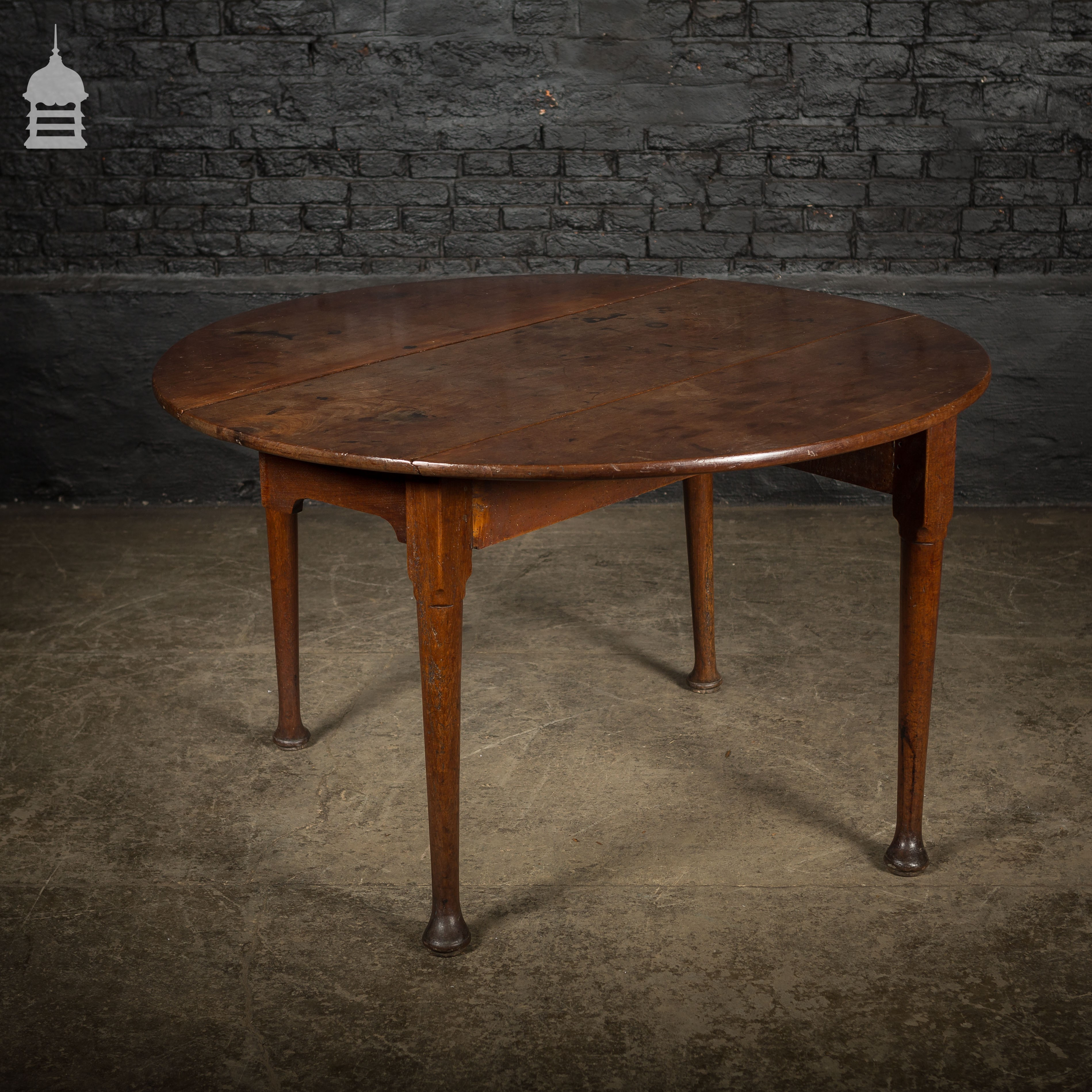 Georgian Round Mahogany Drop Leaf Folding Table With Tapering Legs And Pad Feet Vinterior