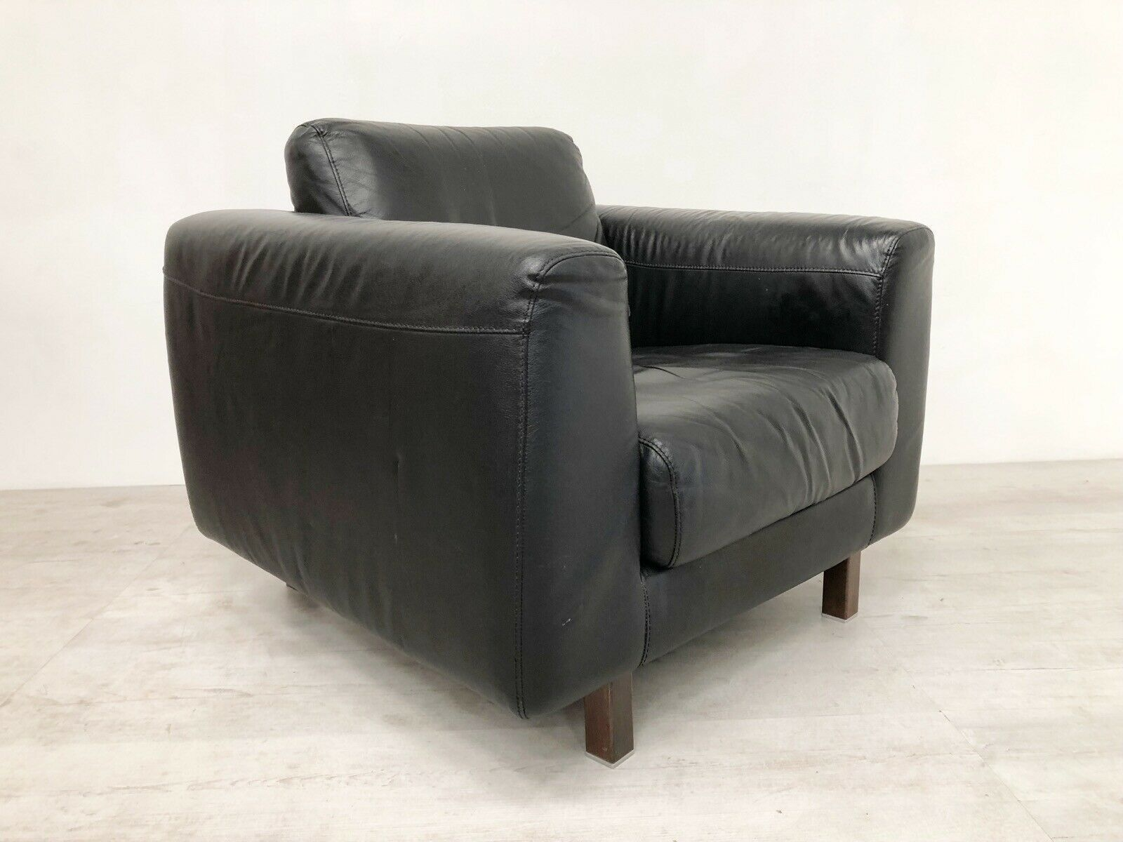 Groovy Vintage Habitat Escalus Black Leather Club Chair With Rosewood Legs Interior Design Ideas Gentotryabchikinfo
