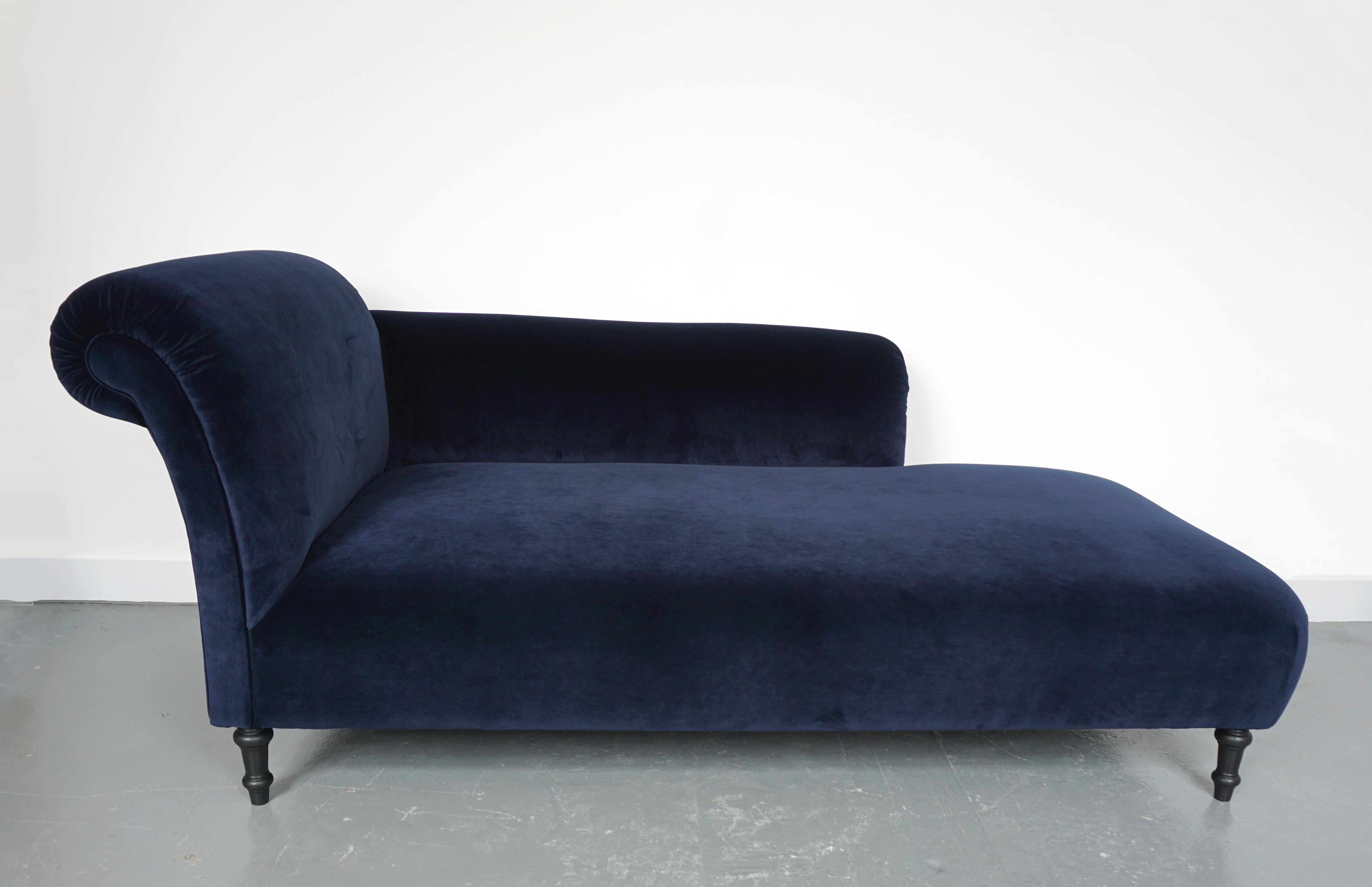 Luxurious Blue Velvet Chaise Lounge Vinterior