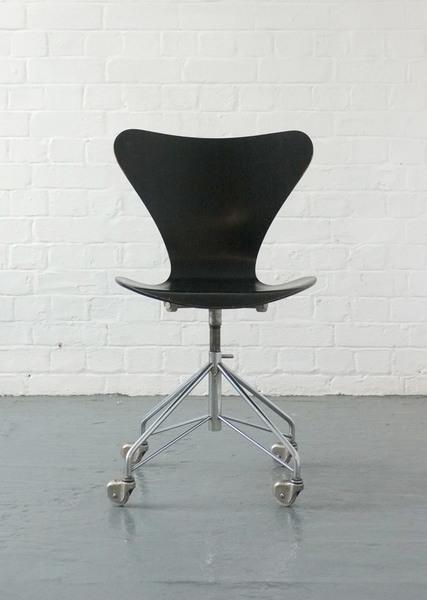 3107 Swivel Desk Chair By Arne Jacobsen