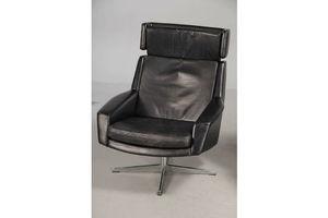 Thumb vintage retro danish esa swivel leather chair 1969 1 0
