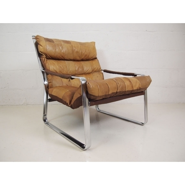 Light Tan Leather And Chrome Lounge Chair