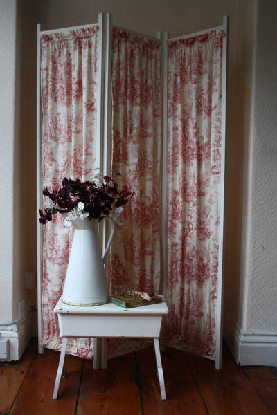 Pretty Vintage Folding Fabric Screen In Raspberry Toile De Jouy