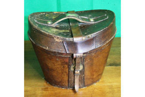 Thumb antique leather hat box 0