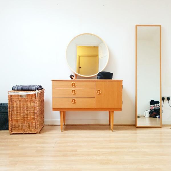 Vintage Circle Mirror Vanity