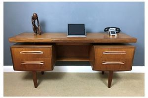Thumb mid century gplan fresco range teak desk with floating top d07bd6a1 b5e5 458e 8683 5cad2f801a59 0