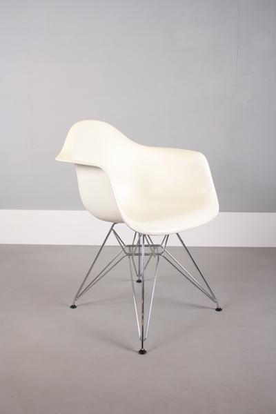 Vitra Charles & Ray Eames Dar Chairs photo 1