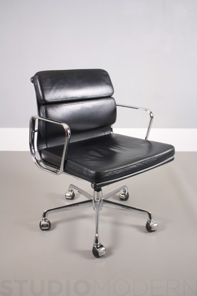 Eames Ea208 Soft Pad Chair For Icf
